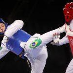 Após perder bronze, Milena Titoneli ganha colo de Falavigna, medalhista e ídolo
